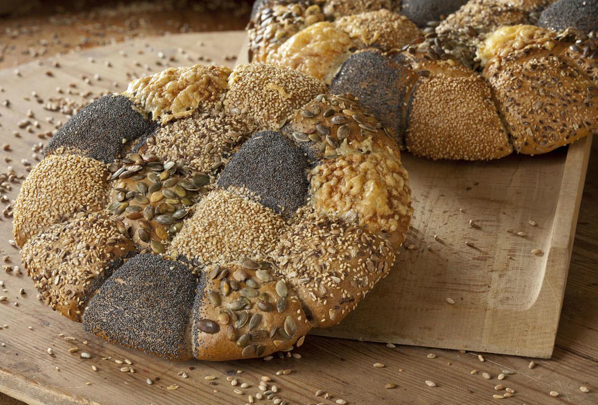 两个人,一个大面包能管一周,难免嫌单调.