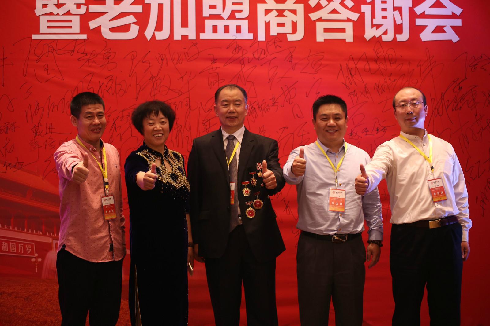 青岛国华眼镜科技有限责任公司上海眼悦生物科技公司高管团队照