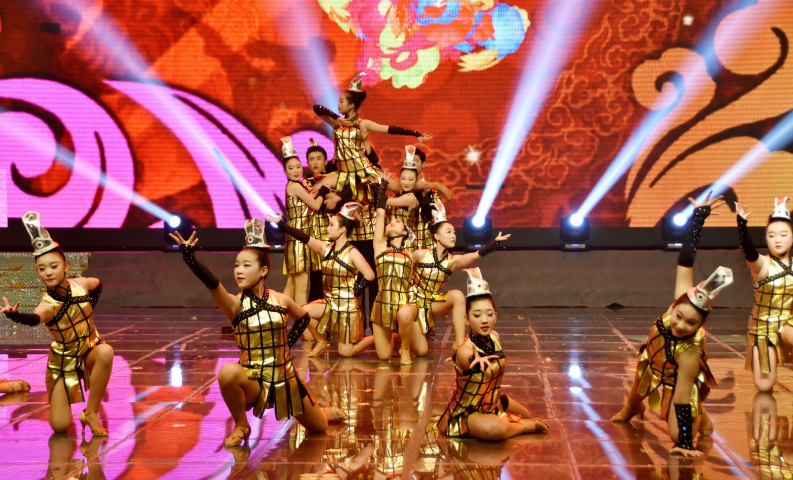 张大中艺术培训中心在焦作电视台演出少儿文艺节目专场
