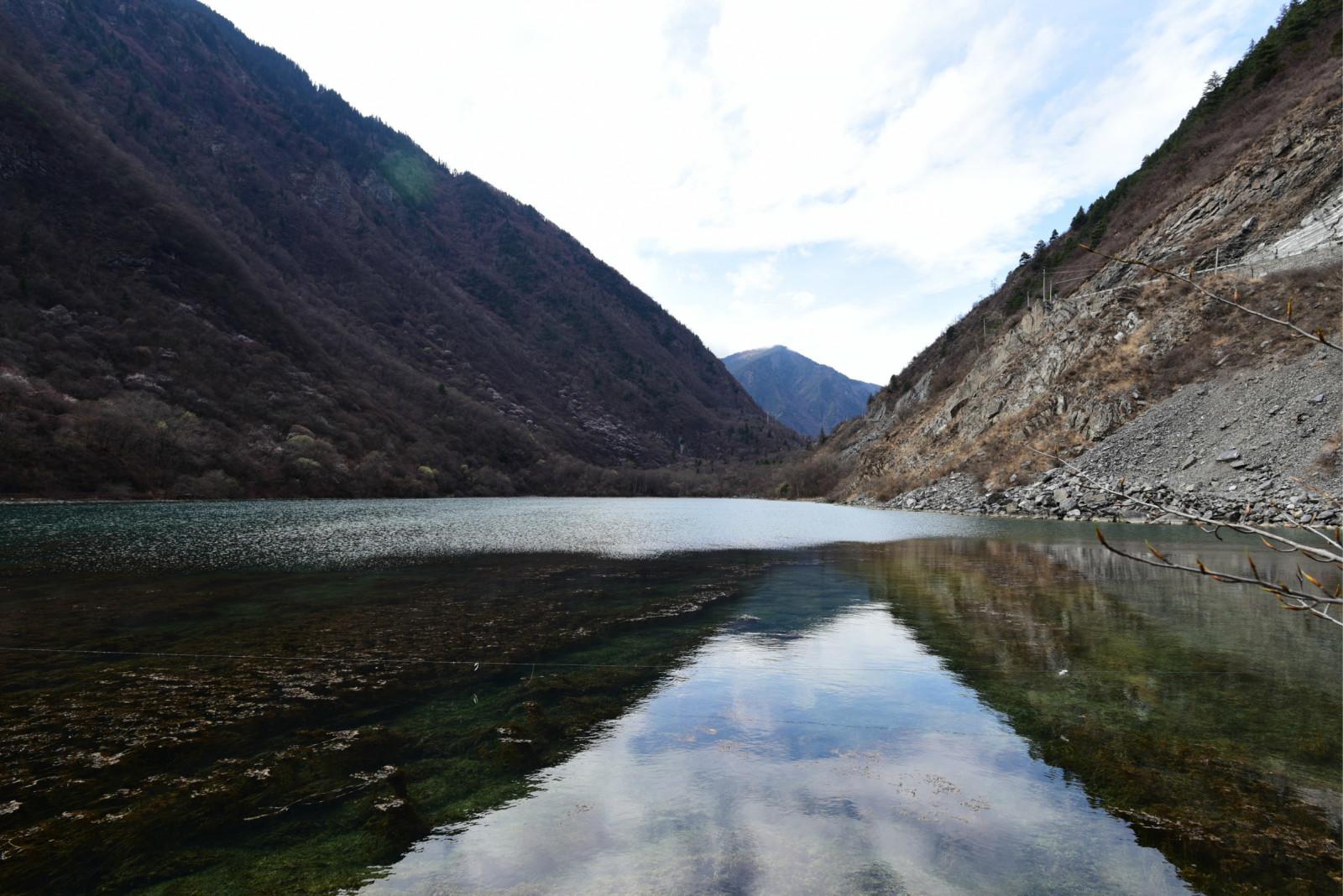 以雄山,异水,秀林,幽沟,地震遗址,羌族民俗风情为游客瞩目,富贵山