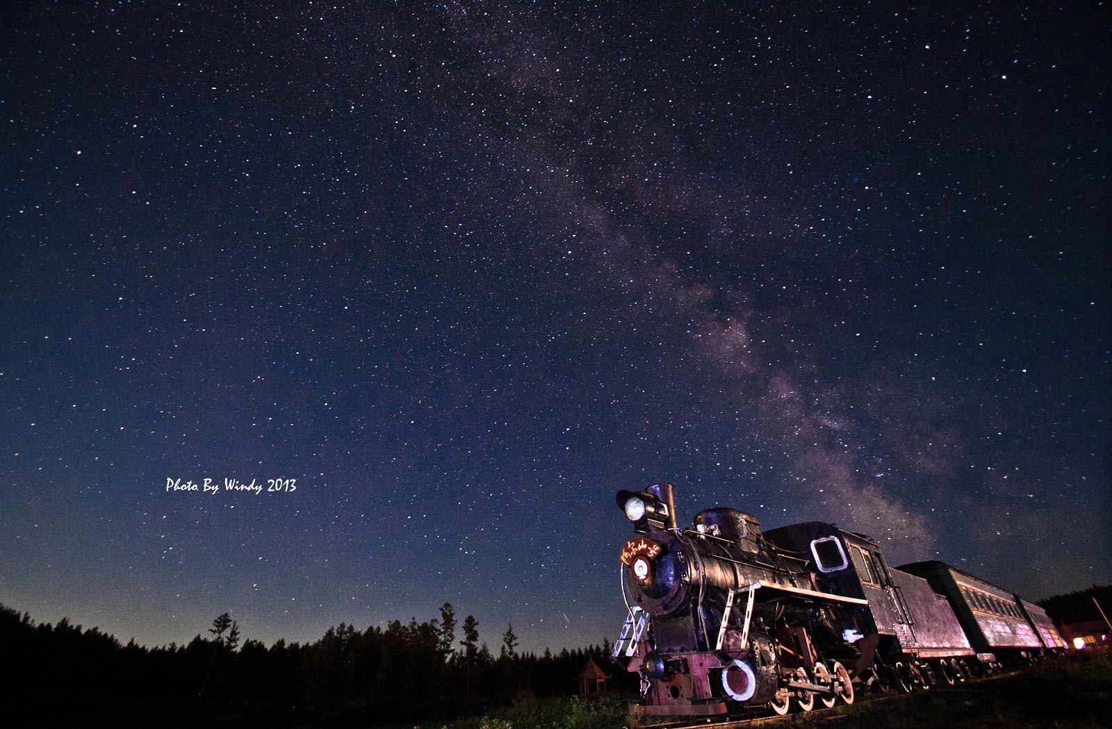 有星星月亮有山图片