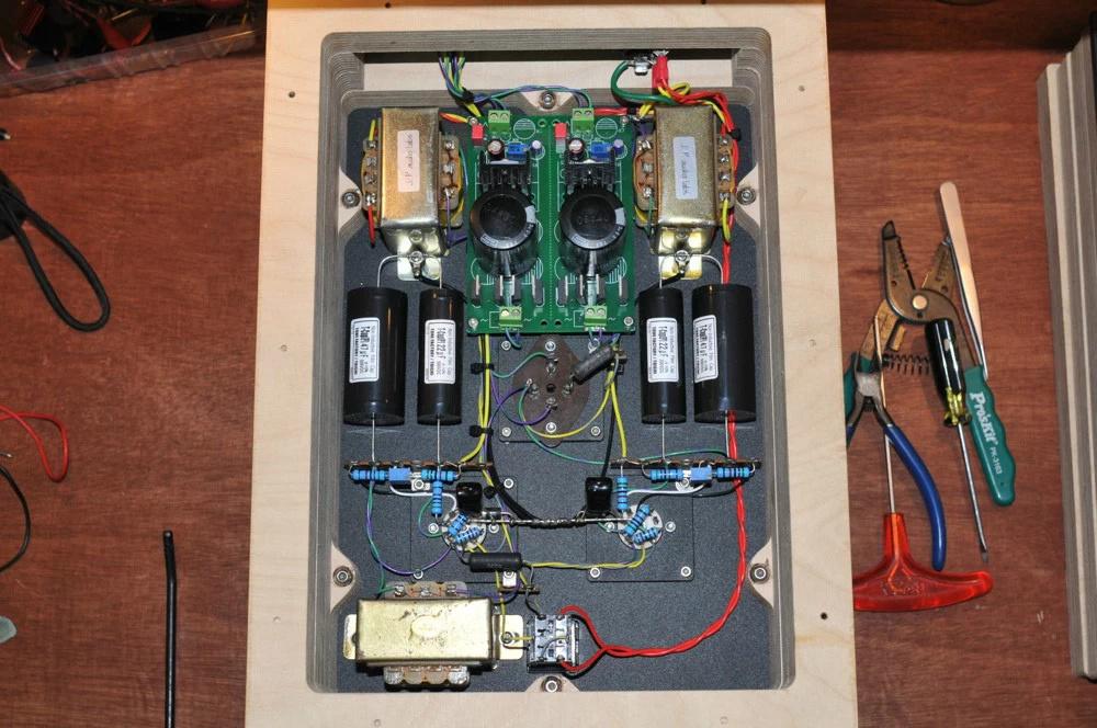 电源部分采用we20a稳压线路,用料豪华,300b作调整管,可提供最大100ma