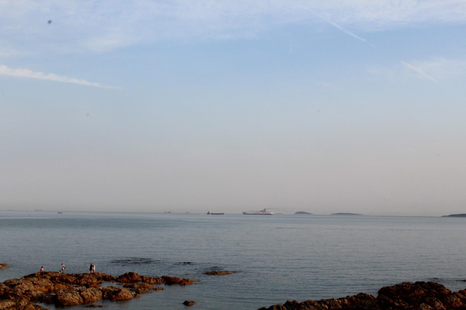 秀美的小青岛与碧蓝的大海交相辉映岛城&quot红瓦绿树碧海蓝天&quot的山光