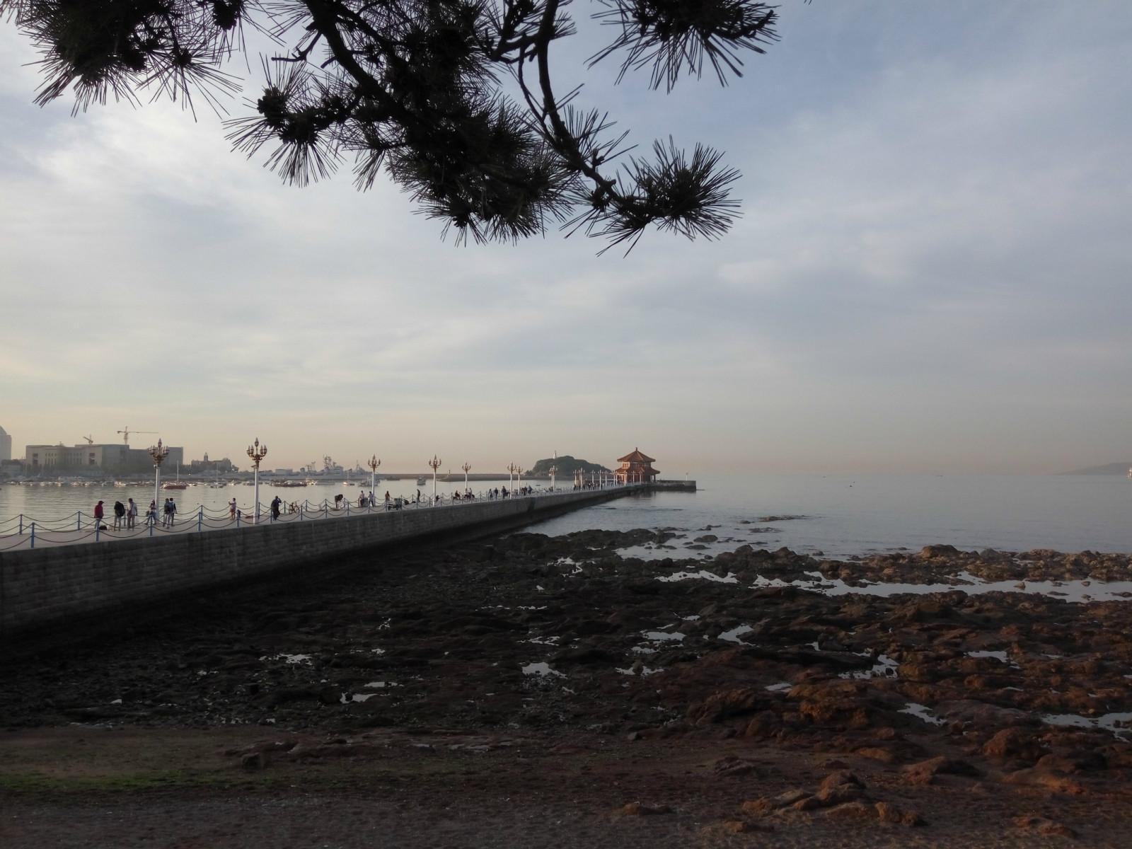 黄昏的青岛湾,景色依旧是那样的迷人.