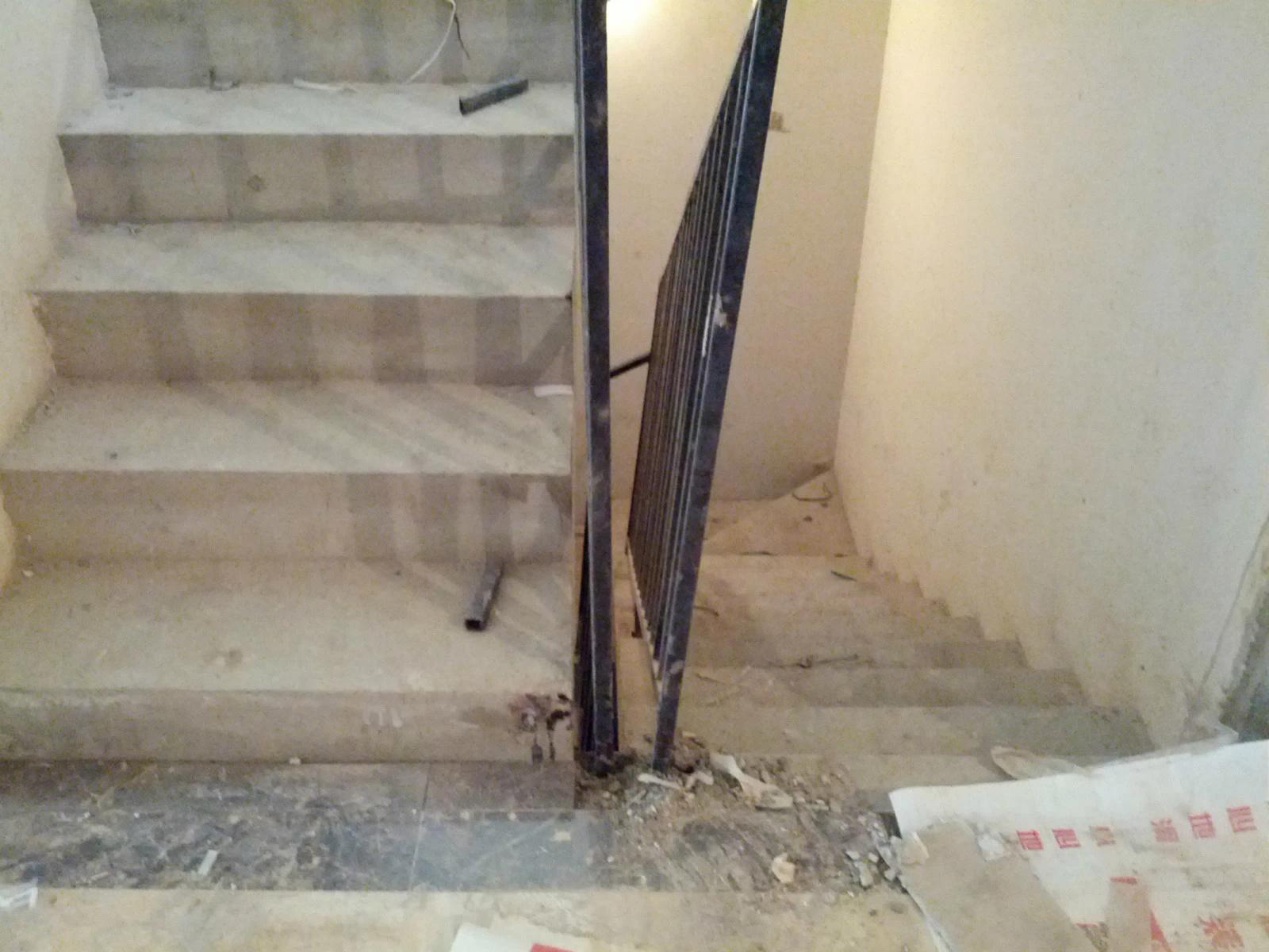 三层楼,两套大楼梯