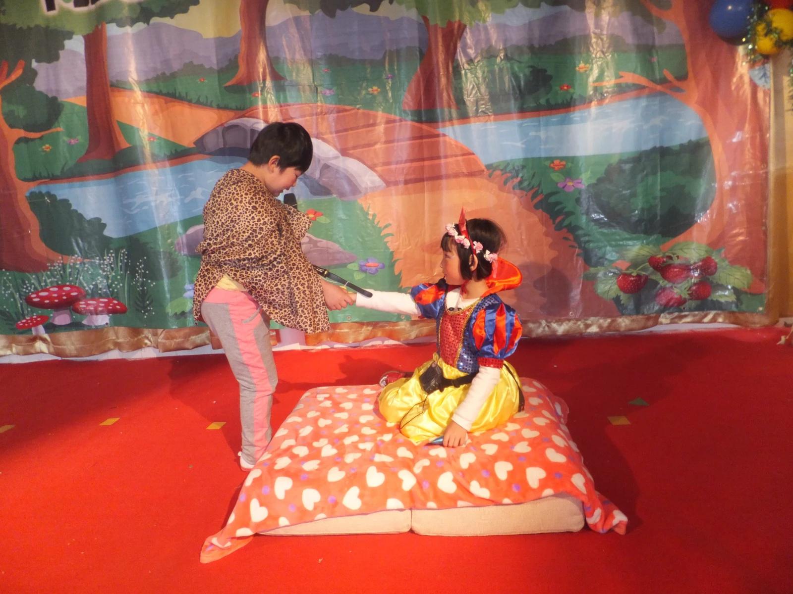 大柳树幼儿园第一届儿童戏剧演出花絮——(qq:284291216)