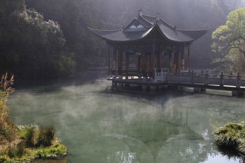 龙潭寺是昌宁著名的风景名胜区.