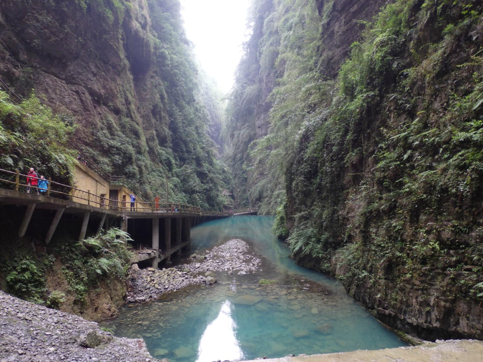 阿依河风景区在重庆市彭水苗族土家族自治县,据说在苗族语言里