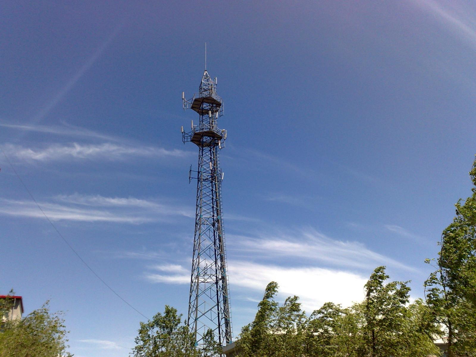 信号塔或者尖角形建筑