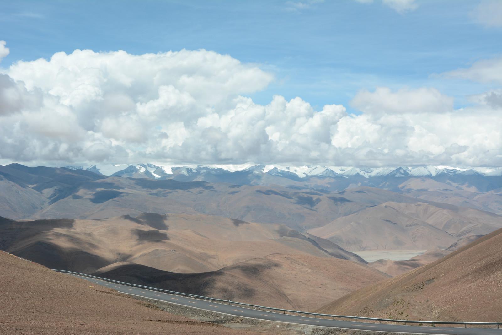 骑自行车到西藏的,接下来他还打算骑到新疆去,而且还是计划走无人区.